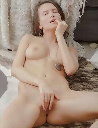 Sweet babe masturbating nekd girls