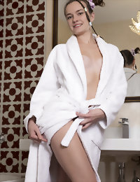 Cute girl fully naked