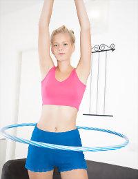 Hula hoop girl stripping naked:girls